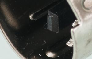 haare-in-makroaufnahme-auf-stecker